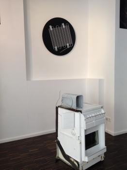 Installation view: Zero size glamour / Stephan Halter, 2015 (UP) / Burn in / Malte Bartsch, 2010 (Floor)