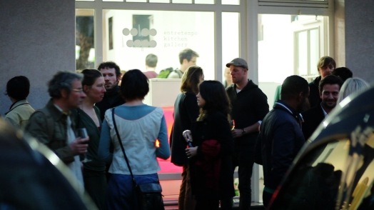Opening of FRIDGE at Entretempo Kitchen Gallery, 24.04.15. Photo by Iara Guedes.